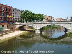 Apartments Next To The River Onyar In Girona Centre